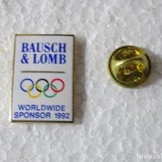 Coleccionismo deportivo: PIN DE DEPORTES JUEGOS OLÍMPICOS OLIMPIADAS BARCELONA 92 1992 ALBERTVILLE. GAFAS BAUSCH & LOMB. Lote 220893022