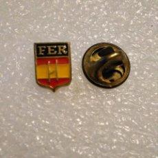 Coleccionismo deportivo: PINS INSIGNIA RUGBY FEDERACIÓN ESPAÑOLA ESPAÑA. Lote 222564797