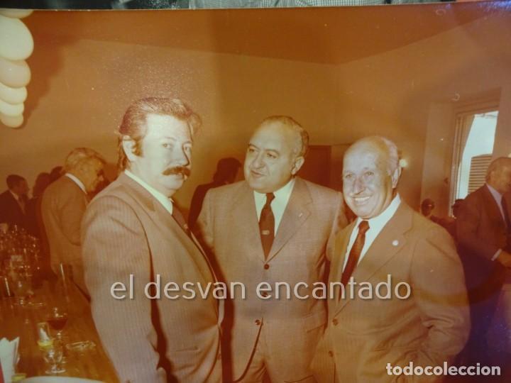 Coleccionismo deportivo: RCD ESPAÑOL. Lote fotografías acto 75 Aniversario. Manuel Meler + escudo e insignia solapa - Foto 4 - 229549950