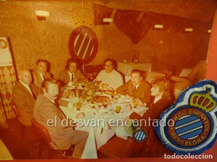 Coleccionismo deportivo: RCD ESPAÑOL. Lote fotografías acto 75 Aniversario. Manuel Meler + escudo e insignia solapa - Foto 5 - 229549950
