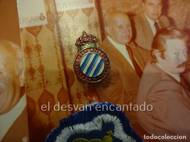 Coleccionismo deportivo: RCD ESPAÑOL. Lote fotografías acto 75 Aniversario. Manuel Meler + escudo e insignia solapa - Foto 6 - 229549950