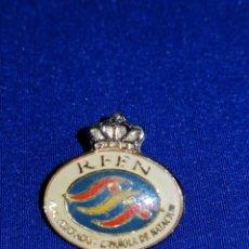 Coleccionismo deportivo: PIN FEDERACIÓN ESPAÑOLA DE NATACIÓN. Lote 229561810
