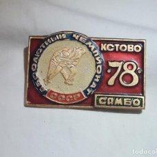 Coleccionismo deportivo: ANTIGUA INSIGNIA DE LUCHA CCCP SAMBO AÑO 1978 RUSIA. Lote 231864005