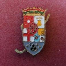 Coleccionismo deportivo: CLUB DE HOCKEY A IDENTIFICAR, ESPAÑOL. CATALUÑA? FSP? ANTIGUO PIN DE OJAL.. Lote 232497370