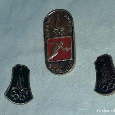 Coleccionismo deportivo: 3 INSIGNIAS JUEGOS OLÍMPICOS MOSCÚ RUSIA 1980. Lote 235700470