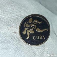 Coleccionismo deportivo: INSIGNIA DE LUCHA DE CUBA. Lote 235703345