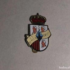 Coleccionismo deportivo: ANTIGUA INSIGNIA DE EQUIPO DE PESCA CASPE. Lote 236063170