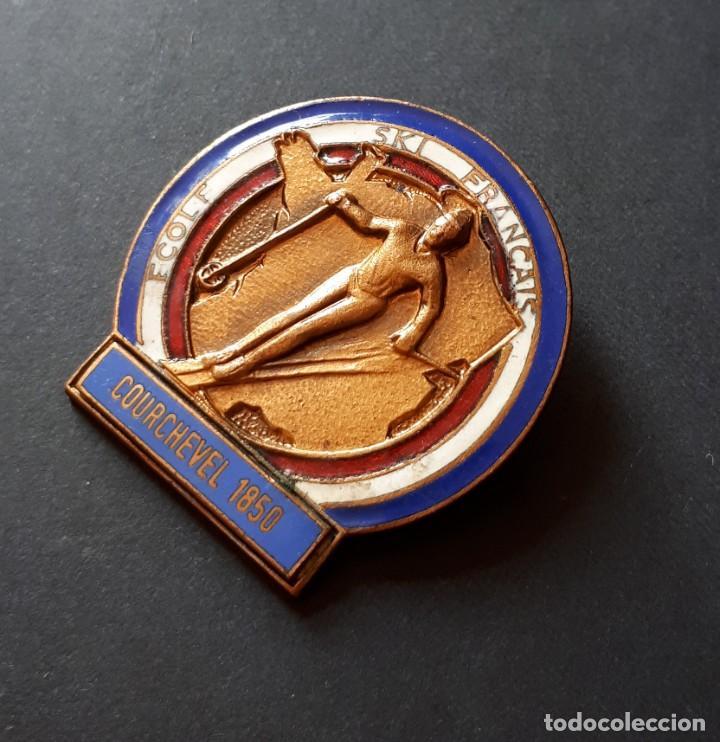 Coleccionismo deportivo: ANTIGUA INSIGNIA DE ESQUÍ- ECOLE SKI FRANÇAIS. COURCHEVEL 1850- FRANCIA (FIRMA DE A. AUGIS- LYON) - Foto 3 - 237150085