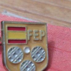 Colecionismo desportivo: PINS DE DEPORTE DE PETANCA. FEDERACIÓN ESPAÑOLA DE PETANCA. Lote 237379270