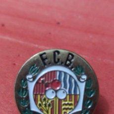 Coleccionismo deportivo: PINS DE DEPORTE DE BOLOS. FEDERACIÓN CATALANA DE BOLOS. Lote 237380370