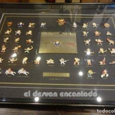 Coleccionismo deportivo: OLIMPIADA BARCELONA 92. INSIGNIAS CONMEMORATIVAS OFICIALES. ENMARCACION LUJO. COBI. Lote 240881090
