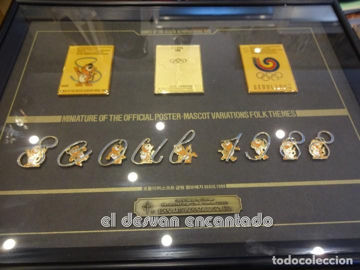 Coleccionismo deportivo: OLIMPIADA SEUL 88. Insignias oficiales conmemorativas en enmarcacion lujo. - Foto 2 - 240882040