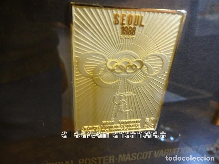 Coleccionismo deportivo: OLIMPIADA SEUL 88. Insignias oficiales conmemorativas en enmarcacion lujo. - Foto 3 - 240882040