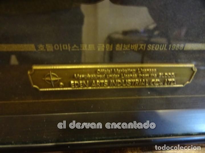Coleccionismo deportivo: OLIMPIADA SEUL 88. Insignias oficiales conmemorativas en enmarcacion lujo. - Foto 5 - 240882040