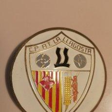 Coleccionismo deportivo: INSIGNIA PETANCA - BARCELONA - LA LLAGOSTA - CLUB PETANCA ATLETIC LA LLAGOSTA. Lote 243354940