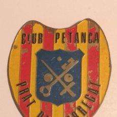 Coleccionismo deportivo: INSIGNIA PETANCA - BARCELONA - CLUB PETANCA PRAT DE LLOBREGAT. Lote 243356880