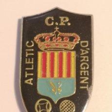 Coleccionismo deportivo: INSIGNIA PETANCA - BARCELONA - CLUB PETANCA ATLETIC D'ARGENT. Lote 243357655