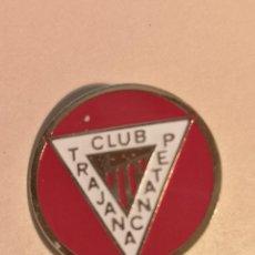 Coleccionismo deportivo: INSIGNIA PETANCA - BARCELONA - CLUB PETANCA TRAJANA. Lote 243358280