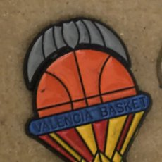Coleccionismo deportivo: PIN VALENCIA BASKET. Lote 244433950