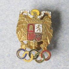 Colecionismo desportivo: INSIGNIA DE ESPAÑA CON LOS AROS DE LOS JUEGOS OLÍMPICOS DE LA ÉPOCA DE FRANCO. Lote 244872165