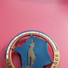 Coleccionismo deportivo: LE CHAMOIS DE FRANCE MEDAL INSIGNIA PIN BADGE TOUR COURSE VINTAGE MEDALLA. Lote 245776855