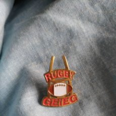 Coleccionismo deportivo: PIN RUGBY RUGBY GEIEG. Lote 246210570