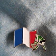 Coleccionismo deportivo: PIN SELECCIÓN RUGBY FRANCIA FRANCE. Lote 246211770
