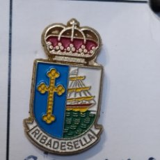 Coleccionismo deportivo: INSIGNIA HERÁLDICOS RIBADESELLA ASTURIAS. Lote 261987385