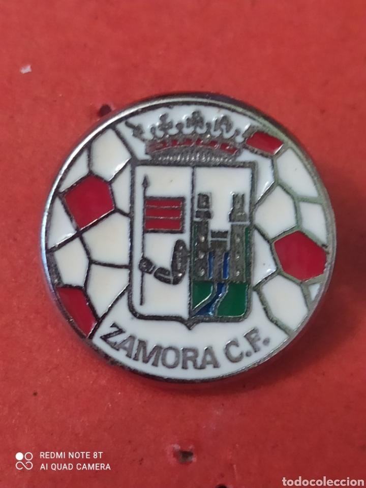 PINS DE FÚTBOL. OFICIAL. ZAMORA CF CASTILLA Y LEÓN (Coleccionismo Deportivo - Pins otros Deportes)