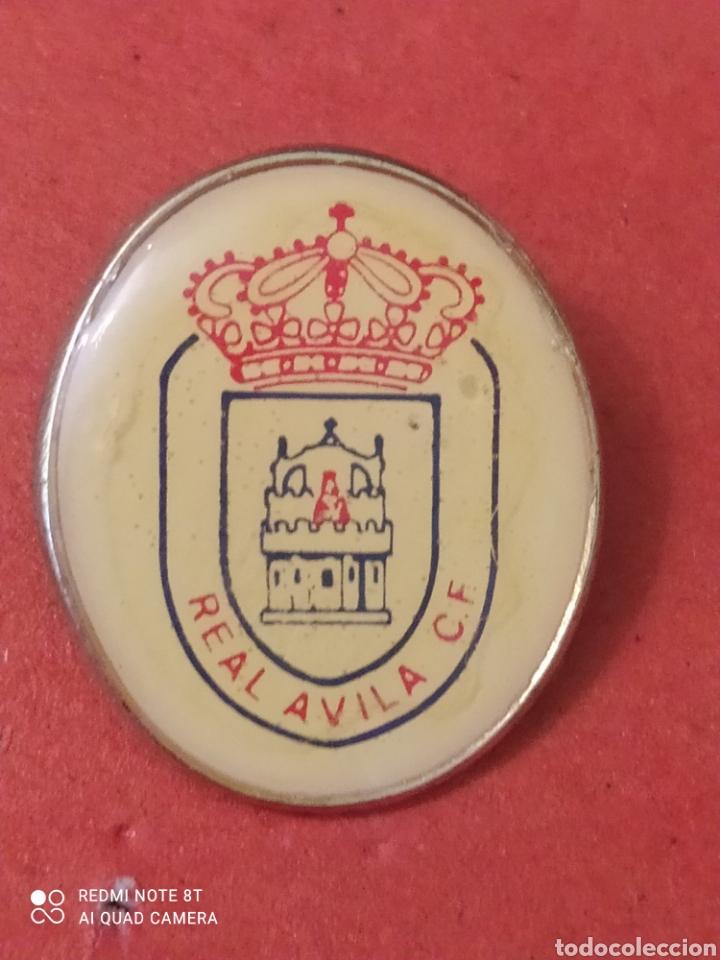 PINS DE FÚTBOL. OFICIAL. REAL AVILA CF AVILA. CASTILLA Y (Coleccionismo Deportivo - Pins otros Deportes)
