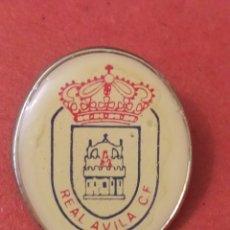Coleccionismo deportivo: PINS DE FÚTBOL. OFICIAL. REAL AVILA CF AVILA. CASTILLA Y. Lote 262051110