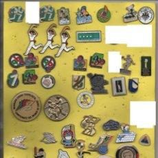 Coleccionismo deportivo: LOTE DE MAS DE 55 PINS,TEMA DEPORTES. Lote 267768319