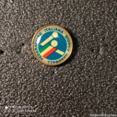 Coleccionismo deportivo: PIN FEDERACION ITALIANA DE BALONMANO. Lote 268176939
