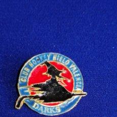 Coleccionismo deportivo: PIN CLUB HOCKEY HIELO VALENCIA DARKS. Lote 269115408
