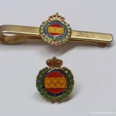 Coleccionismo deportivo: LOTE PIN Y PISA SUJETA CORBATAS REAL FEDERACIÓN ESPAÑOLA DE TIRO OLÍMPICO RFEDETO PRECISION PLATO. Lote 179546403