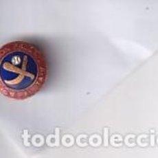 Coleccionismo deportivo: ANTIGUA INSIGNIA DE SOLOPA FEDERACION ESPAÑOLA DE PELOTA ESMALTE. Lote 277719608