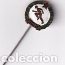 Coleccionismo deportivo: PIN BADGE FUTBOL HUNGRIA INSIGNIA ESMALTADA ORIGINAL AGUJA BUDAPEST HONVED. Lote 277745873