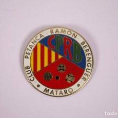 Coleccionismo deportivo: CLUB PETANCA - RAMÓN BERENGUER, MATARÓ - INSIGNIA METAL ESMALTADO GRAN TAMAÑO 5,5 X 5,5CM. Lote 278327178