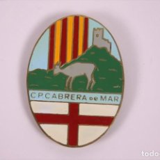 Coleccionismo deportivo: CLUB PETANCA - CABRERA DE MAR - INSIGNIA METAL ESMALTADO GRAN TAMAÑO 4,5X6CM. Lote 278330498