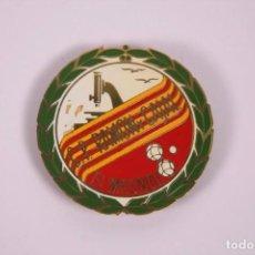 Coleccionismo deportivo: CLUB PETANCA - RAMÓN Y CAJAL EL MASNOU - INSIGNIA METAL ESMALTADO GRAN TAMAÑO 5X5CM. Lote 278331573