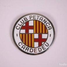 Coleccionismo deportivo: CLUB PETANCA - CARDEDEU - INSIGNIA METAL ESMALTADO GRAN TAMAÑO 6X6CM. Lote 278332648
