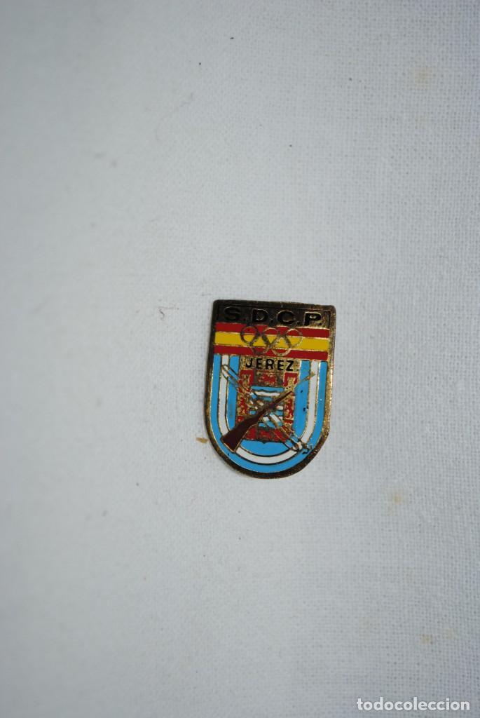 INSIGNIA DEL CLUB JEREZANO DEL TIRO OLIMPICO (Coleccionismo Deportivo - Pins otros Deportes)