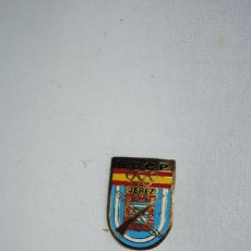 Coleccionismo deportivo: INSIGNIA DEL CLUB JEREZANO DEL TIRO OLIMPICO. Lote 278625363