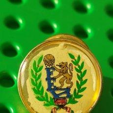 Coleccionismo deportivo: PIN MUY ANTIGUO FEDERACIÓN BALONCESTO. Lote 287058408