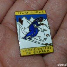 Coleccionismo deportivo: PRECIOSA INSIGNIA CAMPEONATO ESPAÑA ESQUI ESTACION ESQUI DE NURIA ESMALTADA ORIGINAL 1944 PIN COLECC. Lote 296026923