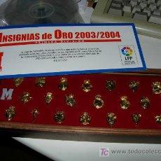 Coleccionismo deportivo: INSIGNIAS DE ORO DE FUTBOL 2003/2004 (BARCELONA,MADRID,ZARAGOZA......). Lote 27318040