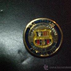 Coleccionismo deportivo: PIN BARCELONA PEÑA BARCELONISTA L´AVENÇ ESPLUGUES DE LLOB. SE LEE XX ANIVERSARI (EN CATALÀ). Lote 25832692