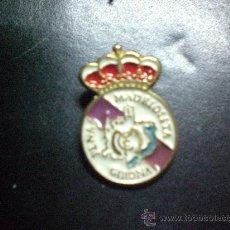 Coleccionismo deportivo: PIN PEÑA MADRIDISTA GIRONA REAL MADRID. Lote 15892703