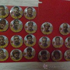 Coleccionismo deportivo: COLECCIÓN DE 20 CHAPAS DE JUGADORES DEL F. C BARCELONA DE LOS AÑOS 90 DE 5 CM DE DIAMETRO PIN CHAPA. Lote 34362834