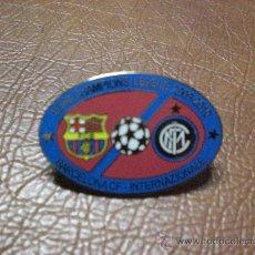 Coleccionismo deportivo: PIN CHAMPIONS LEAGUE 2009 2010 F C BARCELONA INTER DE MILAN INTERNAZIONALE. Lote 27633142
